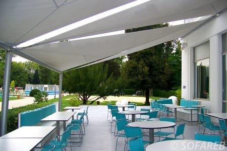 voile-d'ombrage-qualite-professionnelle-particulier-sur-mesure-mesures-vendée-qualité-france-française-Sofareb-local-expérience-particulier-professionnels-protection-solaire-terrasse-exterieur-design-moderne-jardin-ombre-ombrage-architecte-restaurant-blanche