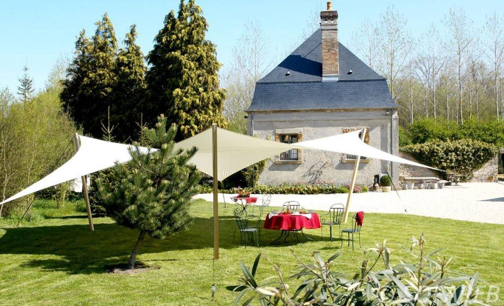 voile-d'ombrage-qualite-professionnelle-particulier-sur-mesure-mesures-vendée-qualité-france-française-Sofareb-local-expérience-particulier-professionnels-protection-solaire-terrasse-exterieur-design-moderne-jardin-ombre-ombrage-architecte