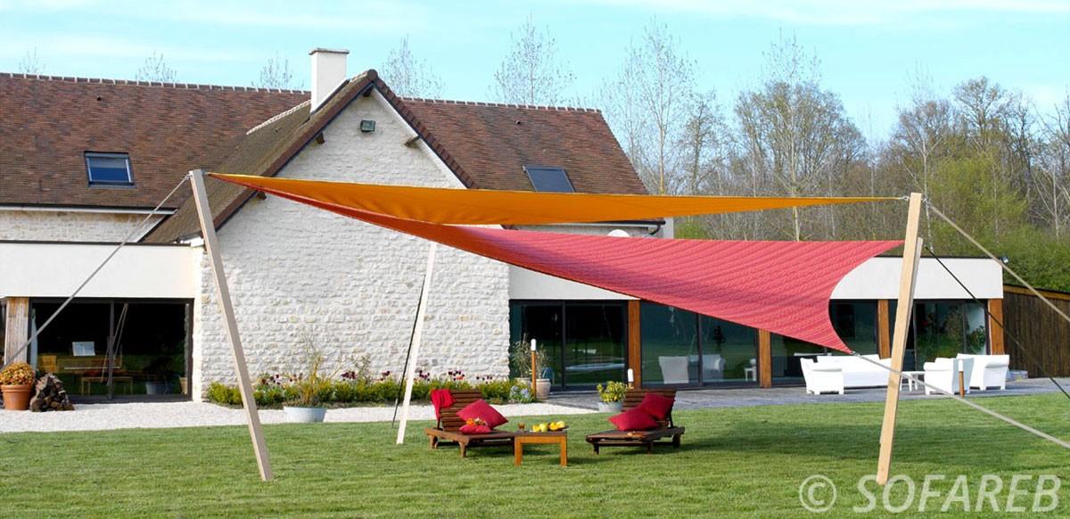 voile-d'ombrage-qualite-professionnelle-particulier-sur-mesure-mesures-vendée-qualité-france-française-Sofareb-local-expérience-particulier-professionnels-protection-solaire-terrasse-exterieur-design-moderne-jardin-ombre-ombrage-architecte-rouge-orange
