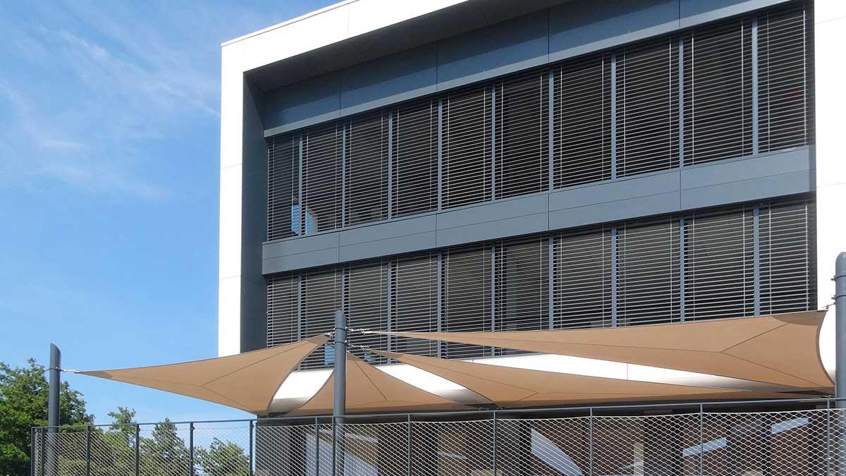 fabricant de b ches de protection solaire haut de gamme. Black Bedroom Furniture Sets. Home Design Ideas