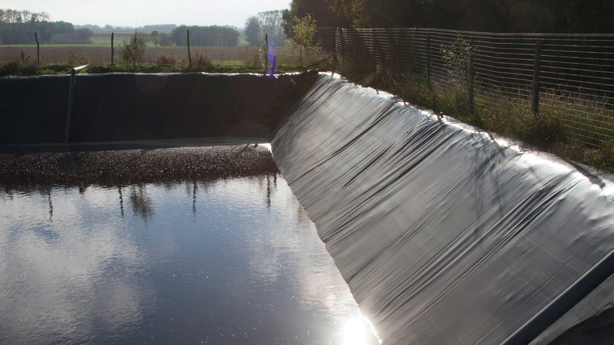 bache d'étanchéité pour bassin de stockage des eaux usées