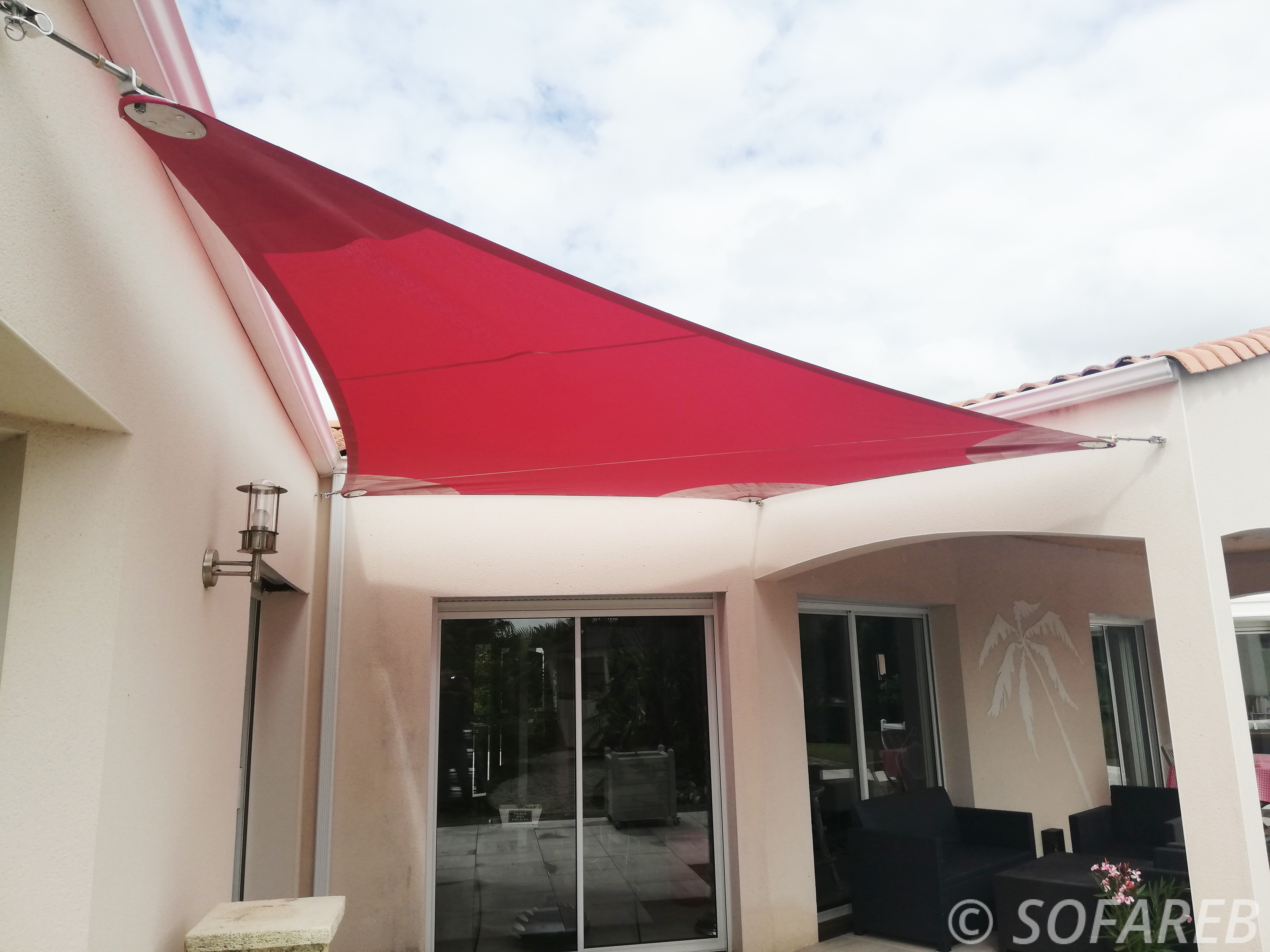 voile-ombrage-triangulaire-rouge-vendee-85