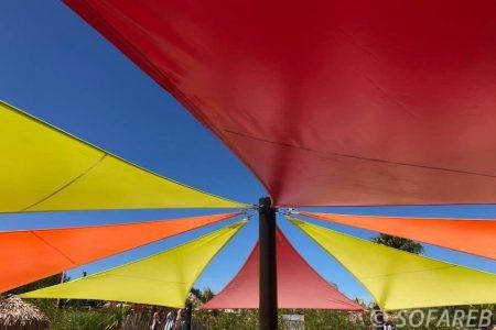 voiles-ombrage-colores-pour-parc-aquatique