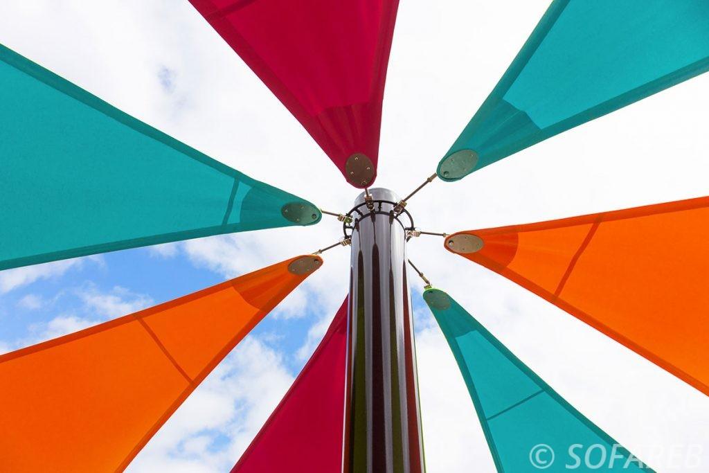 ogliss-park-parc-voile-d'ombrage-qualite-professionnelle-particulier-sur-mesure-mesures-vendée-qualité-france-française-Sofareb-local-expérience-particulier-professionnels-protection-solaire-terrasse-exterieur-design-moderne-jardin-ombre-ombrage-architecte-voile-coloree
