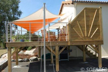 voile-d'ombrage-qualite-professionnelle-particulier-sur-mesure-mesures-vendée-qualité-france-française-Sofareb-local-expérience-particulier-professionnels-protection-solaire-terrasse-exterieur-design-moderne-jardin-ombre-ombrage-architecte-orange-blanche