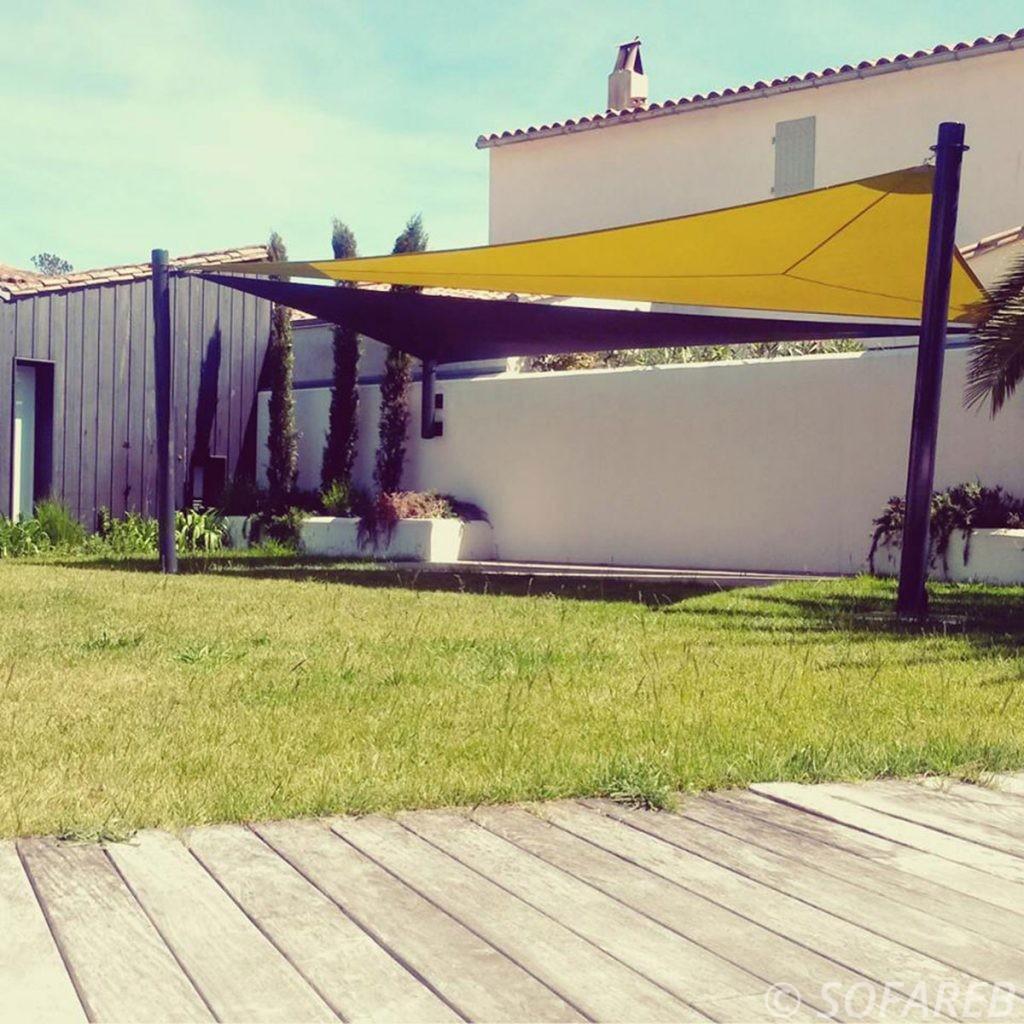 voile-d'ombrage-qualite-professionnelle-particulier-sur-mesure-mesures-vendée-qualité-france-française-Sofareb-local-expérience-particulier-professionnels-protection-solaire-terrasse-exterieur-design-moderne-jardin-ombre-ombrage-architecte-jaune-noire