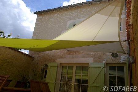 verte-voile-d'ombrage-qualite-professionnelle-particulier-sur-mesure-mesures-vendée-qualité-france-française-Sofareb-local-expérience-particulier-professionnels-protection-solaire-terrasse-exterieur-design-moderne-jardin-ombre-ombrage-architecte-shadesail