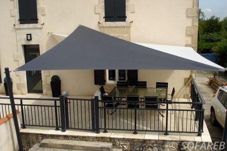 voile-d'ombrage-qualite-professionnelle-particulier-sur-mesure-mesures-vendée-qualité-france-française-Sofareb-local-expérience-particulier-professionnels-protection-solaire-terrasse-exterieur-design-moderne-jardin-ombre-ombrage-architecte-shadesail-noire-blanche