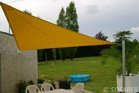 voile-d'ombrage-qualite-professionnelle-particulier-sur-mesure-mesures-vendée-qualité-france-française-Sofareb-local-expérience-particulier-professionnels-protection-solaire-terrasse-exterieur-design-moderne-jardin-ombre-ombrage-architecte-shadesail-yellow-jaune