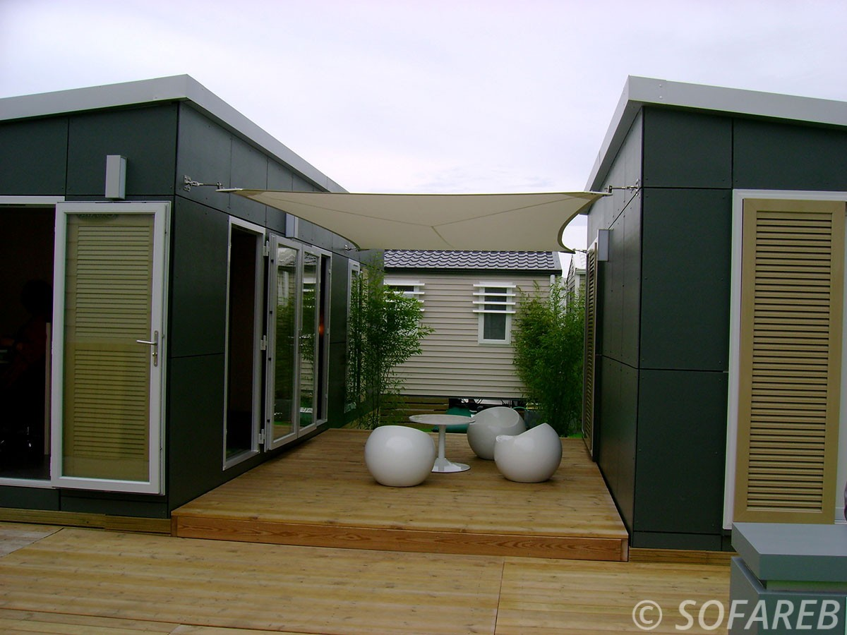 voile-d'ombrage-qualite-professionnelle-particulier-sur-mesure-mesures-vendée-qualité-france-française-Sofareb-local-expérience-particulier-professionnels-protection-solaire-terrasse-exterieur-design-moderne-jardin-ombre-ombrage-architecte-shadesail-design
