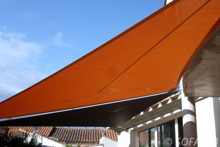 voile-d'ombrage-qualite-professionnelle-particulier-sur-mesure-mesures-demande-vendée-qualité-france-française-Sofareb-local-expérience-particuliers-professionnels-protection-solaire-terrasse-exterieur-design-moderne-jardin-ombre-ombrage-architecte-shadesail-orange-noire