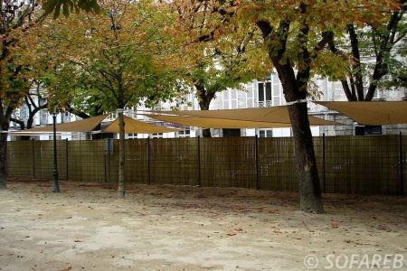 voile-d'ombrage-qualite-professionnelle-particulier-sur-mesure-mesures-demande-vendée-qualité-france-française-Sofareb-local-expérience-particuliers-professionnels-protection-solaire-terrasse-exterieur-design-moderne-jardin-ombre-ombrage-architecte-shadesail-terrasse-orange-beige-exterieur