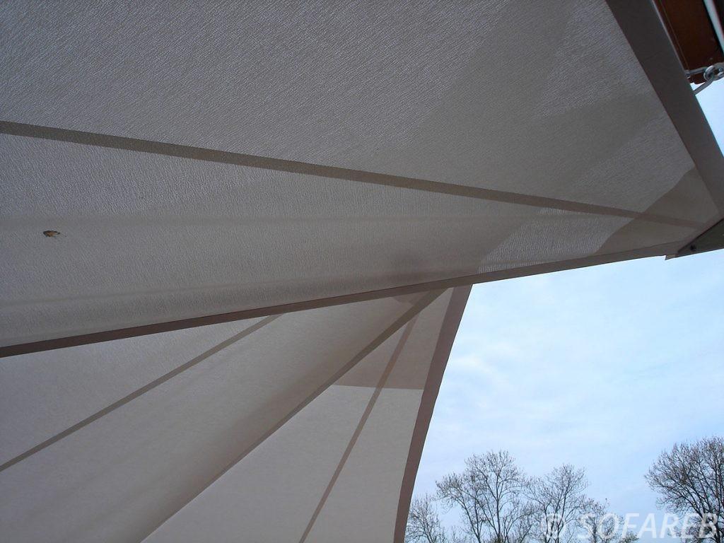voile-d'ombrage-qualite-professionnelle-particulier-sur-mesure-mesures-demande-vendée-qualité-france-française-Sofareb-local-expérience-particuliers-professionnels-protection-solaire-terrasse-exterieur-design-moderne-jardin-ombre-ombrage-architecte-shadesail-terrasse-blanche-grise