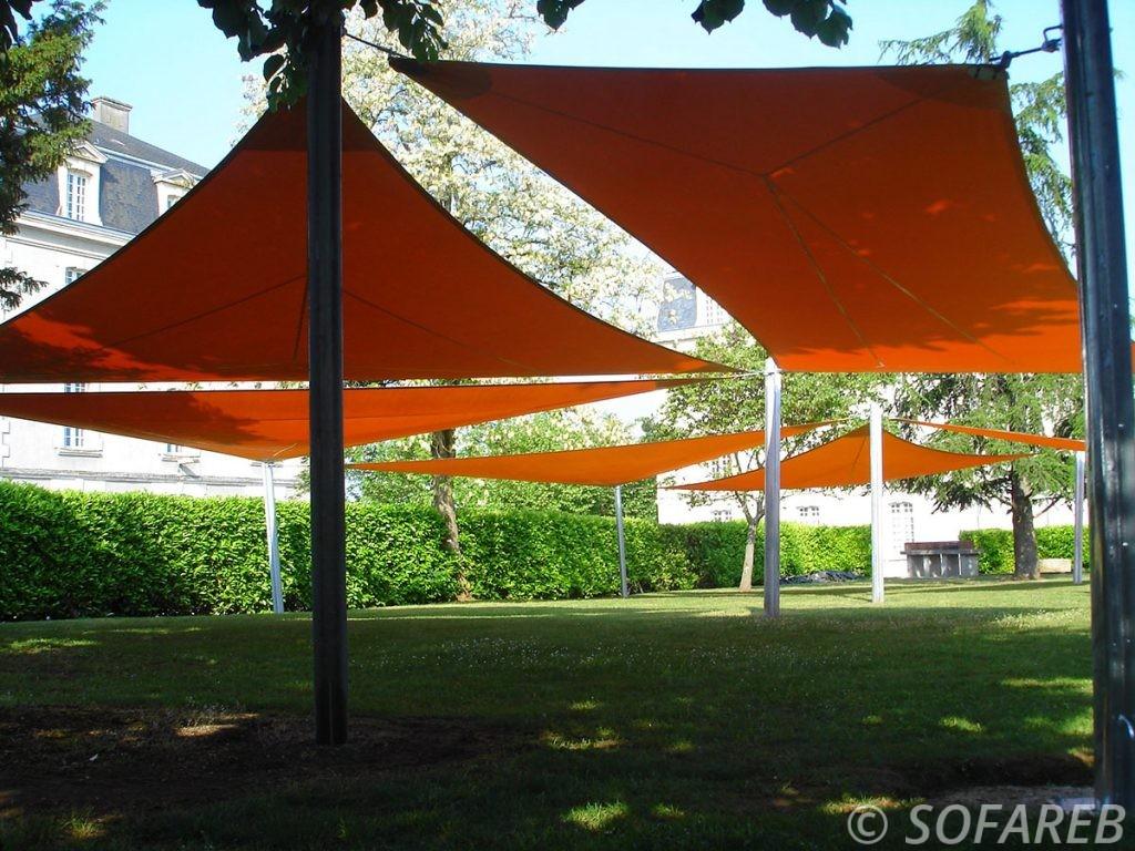voile-d'ombrage-qualite-professionnelle-particulier-sur-mesure-mesures-demande-vendée-qualité-france-française-Sofareb-local-expérience-particuliers-professionnels-protection-solaire-terrasse-exterieur-design-moderne-jardin-ombre-ombrage-architecte-shadesail-terrasse-orange