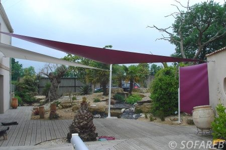voile-d'ombrage-qualite-professionnelle-particulier-sur-mesure-mesures-demande-vendée-qualité-france-française-Sofareb-local-expérience-particuliers-professionnels-protection-solaire-terrasse-exterieur-design-moderne-jardin-ombre-ombrage-architecte-shadesail-terrasse-rose