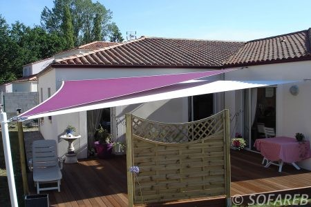 rose-et-blanche-voile-d'ombrage-qualite-professionnelle-particulier-sur-mesure-mesures-demande-vendée-qualité-france-française-Sofareb-local-expérience-particuliers-professionnels-protection-solaire-terrasse-exterieur-design-moderne-jardin-ombre-ombrage-architecte-shadesail-terrasse