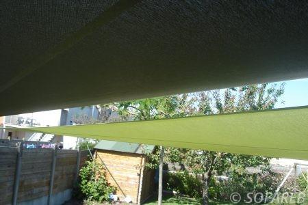 verte-noire-voile-d'ombrage-qualite-professionnelle-particulier-sur-mesure-mesures-demande-vendée-qualité-france-française-Sofareb-local-expérience-particuliers-professionnels-protection-solaire-terrasse-exterieur-design-moderne-jardin-ombre-ombrage-architecte-shadesail-terrasse