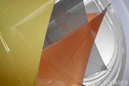 Voiles d-ombrage jaune gris orange les unes sur les autres colimacon