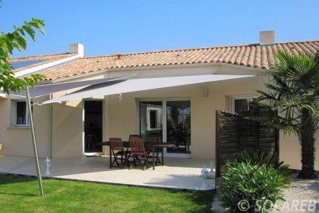 Voile d-ombrage blanc terrasse maison plein pied