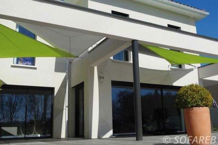 Voile d-ombrage vert entree maison creation Sofareb