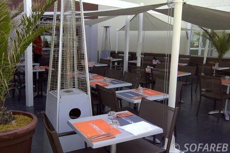 Voile d-ombrage blanc intérieur restaurant