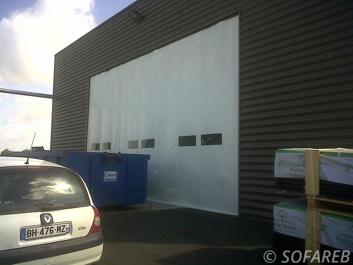 Bache sur mesure qualite fermeture entrepot porte souple for Flo fermeture porte garage