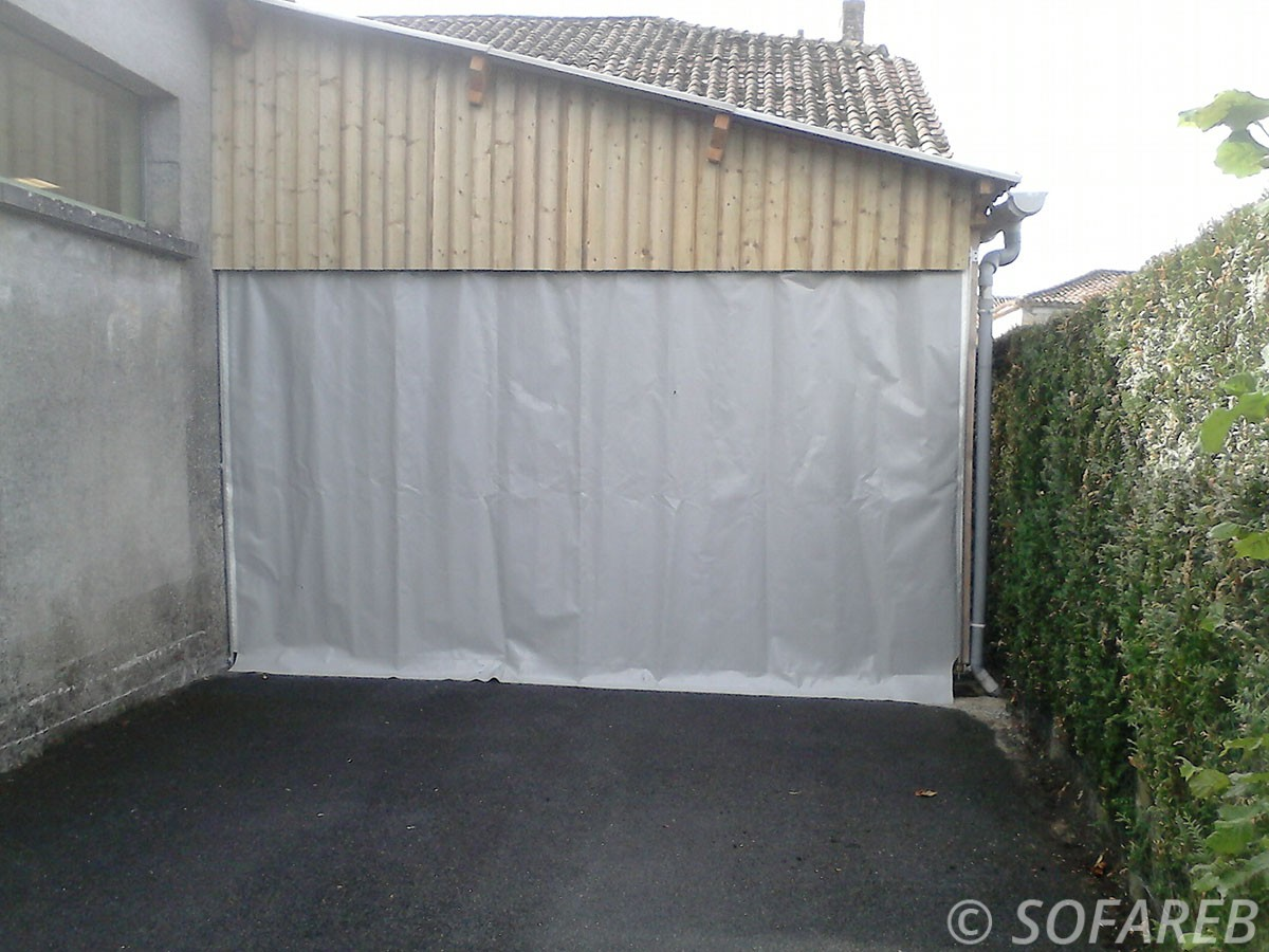 Bache sur mesure qualite porte garage souple vendee sofareb for Fabricant porte de garage sur mesure
