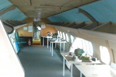 bache-sur-mesure-qualite-professionnelle-industriel-sur-mesure-mesures-vendée-bâche-baches-bâches-qualité-Sofareb-local-expérience-découpe-précision-particulier-professionnels-protection-soutes-bagages-avion-transport-aérien
