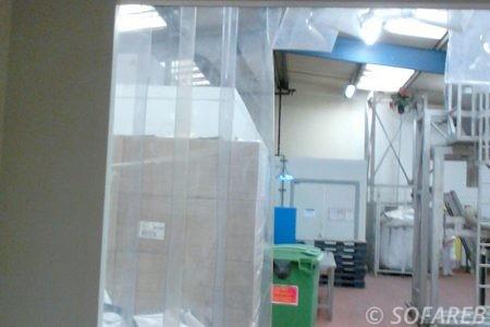 bache-sur-mesure-qualite-professionnelle-industriel-sur-mesure-mesures-vendée-bâche-baches-bâches-qualité-france-française-Sofareb-local-expérience-découpe-précision-particulier-professionnels-protection-rideau-souple-usine-industrie