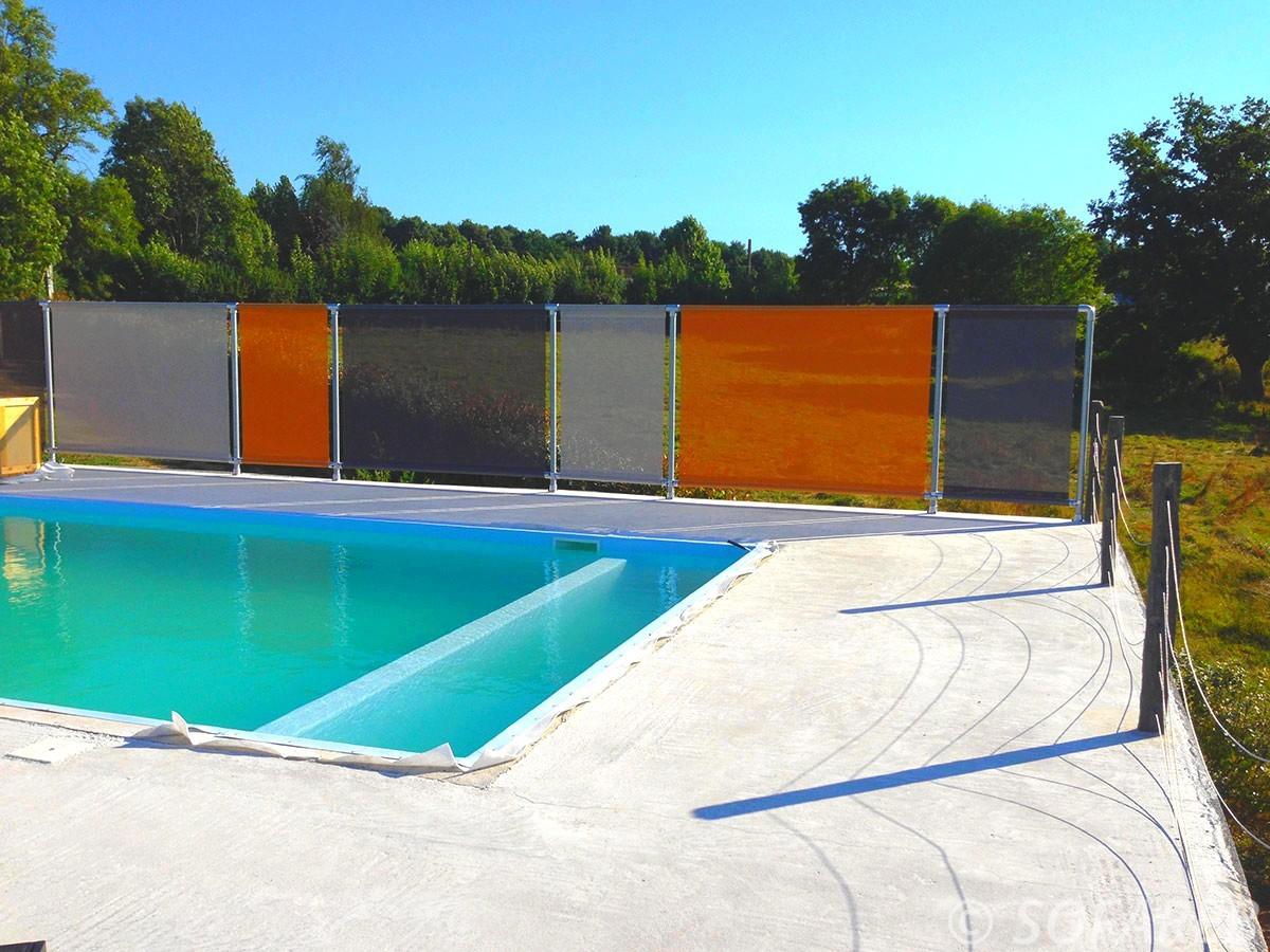 coupe-vent-brise-soleil-brise-vue-bache-sur-mesure-qualite-professionnelle-industriel-sur-mesure-mesures-vendée-bâche-baches-bâches-qualité-france-française-Sofareb-local-expérience-découpe-précision-particulier-professionnels-protection-orange-grise-noire-piscine