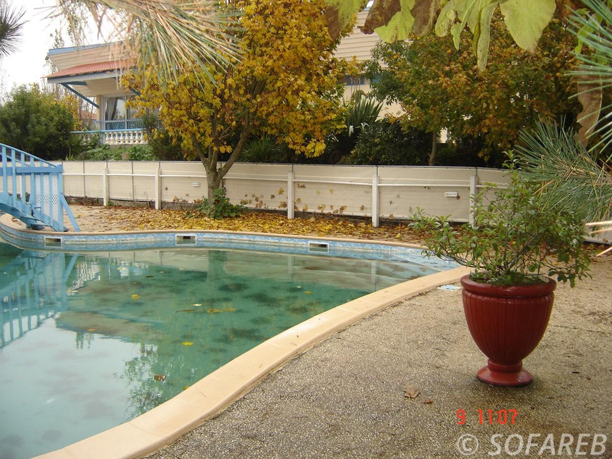 bache-sur-mesure-qualite-professionnelle-industriel-sur-mesure-mesures-vendée-bâche-baches-bâches-qualité-france-française-Sofareb-local-expérience-découpe-précision-particulier-professionnels-protection-piscine