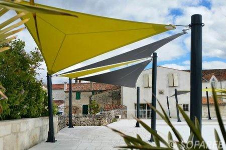 Voile d-ombrage jaune et gris pour grande terrasse