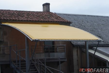 pergola-qualite-professionnelle-particulier-sur-mesure-mesures-vendée-qualité-france-française-Sofareb-local-expérience-structure-particulier-professionnels-protection-solaire-pergola-terrasse-exterieur-design-moderne-jardin