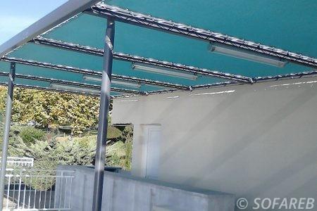 pergola-qualite-professionnelle-particulier-sur-mesure-mesures-vendée-qualité-france-française-Sofareb-local-expérience-structure-particulier-professionnels-protection-solaire-pergola-terrasse-exterieur-design-moderne-jardin-bleue-toile-tendue