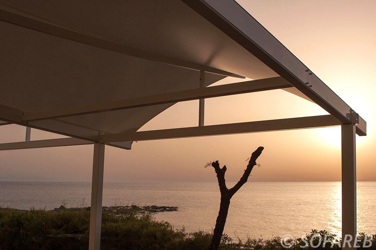 pergola-qualite-professionnelle-particulier-sur-mesure-mesures-vendée-qualité-france-française-Sofareb-local-expérience-structure-particulier-professionnels-protection-solaire-pergola-terrasse-exterieur-design-moderne-jardin-ombre-ombrage-abri-mer-plage