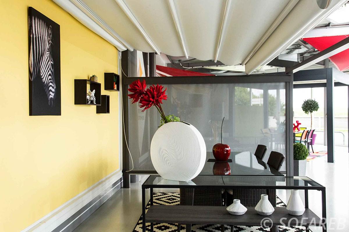 pergola-qualite-professionnelle-particulier-sur-mesure-mesures-vendée-qualité-france-française-Sofareb-local-expérience-structure-particulier-professionnels-protection-solaire-pergola-terrasse-exterieur-design-moderne-jardin-ombre-ombrage-abri-velum-blanc-interieur