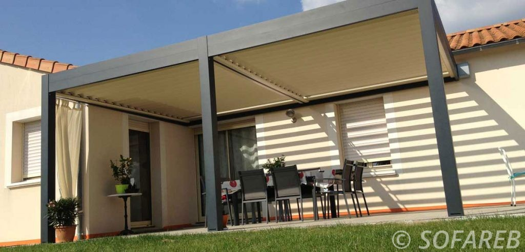 pergola-qualite-professionnelle-particulier-sur-mesure-mesures-vendée-qualité-france-française-Sofareb-local-expérience-structure-particulier-professionnels-protection-solaire-pergola-terrasse-exterieur-design-moderne-jardin-ombre-ombrage-abri-noire