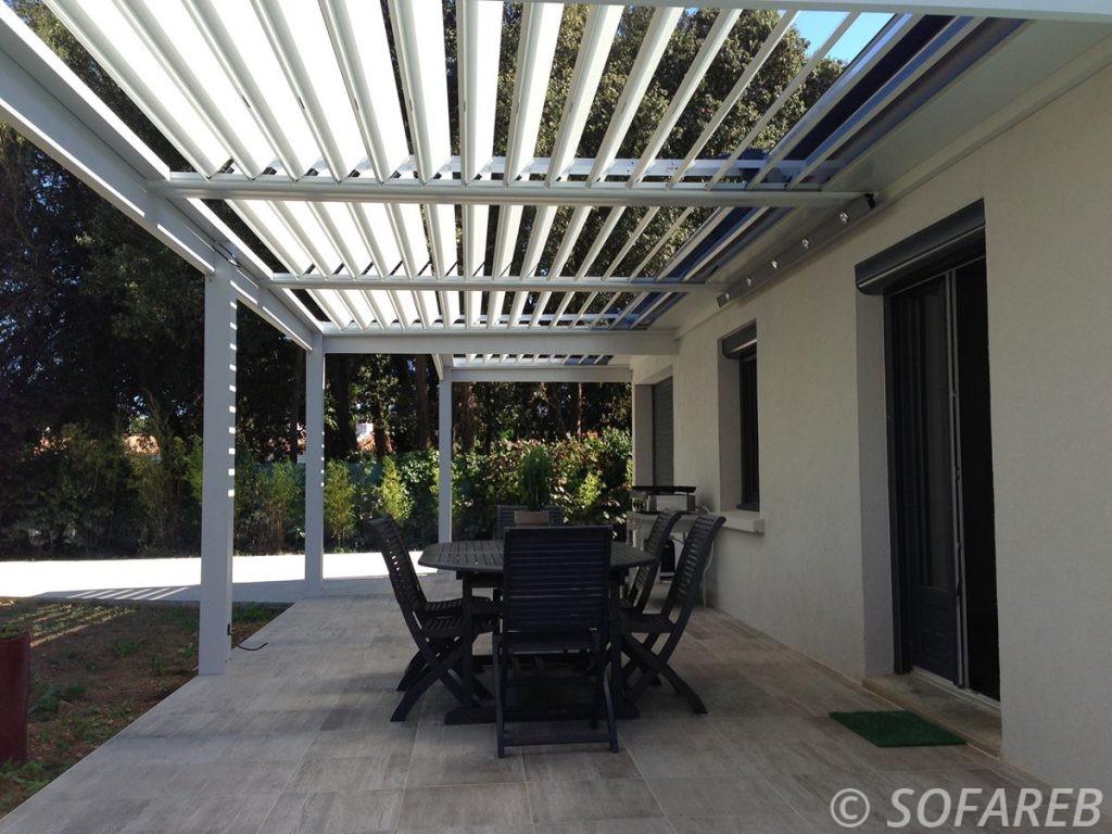 pergola-qualite-professionnelle-particulier-sur-mesure-mesures-vendée-qualité-france-française-Sofareb-local-expérience-structure-particulier-professionnels-protection-solaire-pergola-terrasse-exterieur-design-moderne-jardin-ombre-ombrage-abri-lames-orientables-bioclimatique