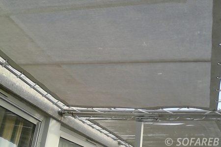 pergola-qualite-professionnelle-particulier-sur-mesure-mesures-vendée-qualité-france-française-Sofareb-local-expérience-structure-particulier-professionnels-protection-solaire-terrasse-exterieur-design-moderne-jardin-ombre-ombrage-abri-blanche-textile-tissu-technique