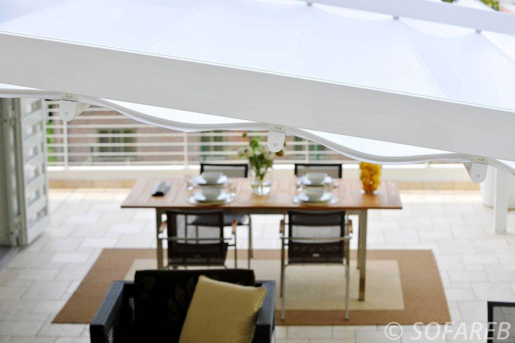 pergola-qualite-professionnelle-particulier-sur-mesure-mesures-vendée-qualité-france-française-Sofareb-local-expérience-structure-particulier-professionnels-protection-solaire-pergola-terrasse-exterieur-design-moderne-jardin-ombre-ombrage-abri-blanche-velum-coulissant