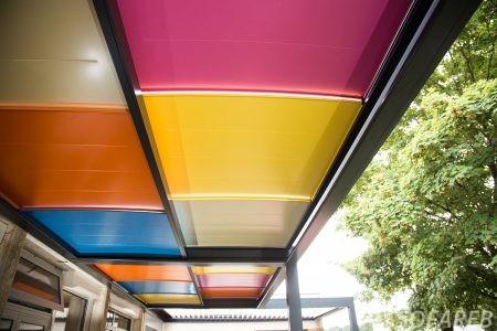 pergola avec structure colorée pour école primaire