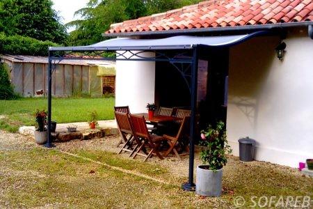 pergola-qualite-professionnelle-particulier-sur-mesure-mesures-vendée-qualité-france-française-Sofareb-local-expérience-structure-particulier-professionnels-protection-solaire-pergola-terrasse-exterieur-design-moderne-jardin-ombre-ombrage-abri-pouille-courbe