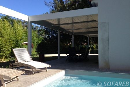 pergola-qualite-professionnelle-particulier-sur-mesure-mesures-vendée-qualité-france-française-Sofareb-local-expérience-structure-particulier-professionnels-protection-solaire-pergola-terrasse-exterieur-design-moderne-jardin-ombre-ombrage-abri-piscine
