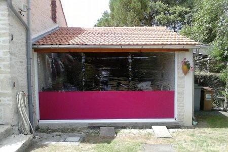 coupe-vent-rideau-rose-violet-souple-garage-tissu-bache-sur-mesure-qualite-professionnelle-industriel-sur-mesure-mesures-vendée-bâche-baches-bâches-qualité-france-française-Sofareb-local-expérience-découpe-précision-particulier-professionnels-protection