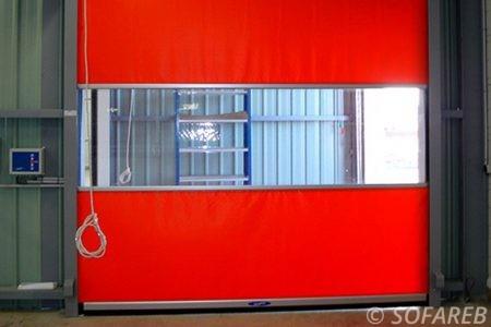 rideau-rouge-souple-garage-tissu-bache-sur-mesure-qualite-professionnelle-industriel-sur-mesure-mesures-vendée-bâche-baches-bâches-qualité-france-française-Sofareb-local-expérience-découpe-précision-particulier-professionnels-protection-