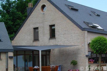 Voile d'ombrage noir extérieur terrasse maison