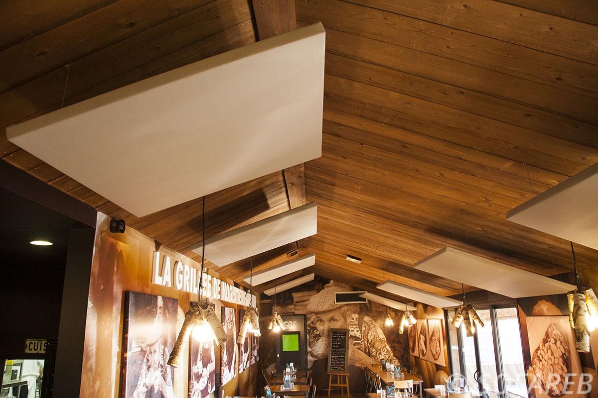 solution-acoustique-restaurant-privé-public-vendée-collectivités-sofareb-vendée-entreprise-bâche-bache-baches-sur-mesure-qualité-surmesure-tissu-technique-beige-professionnel