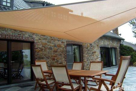 Voile d'ombrage orange terrasse maison