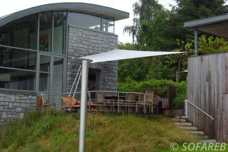 Voile d'ombrage blanc terrasse jardin