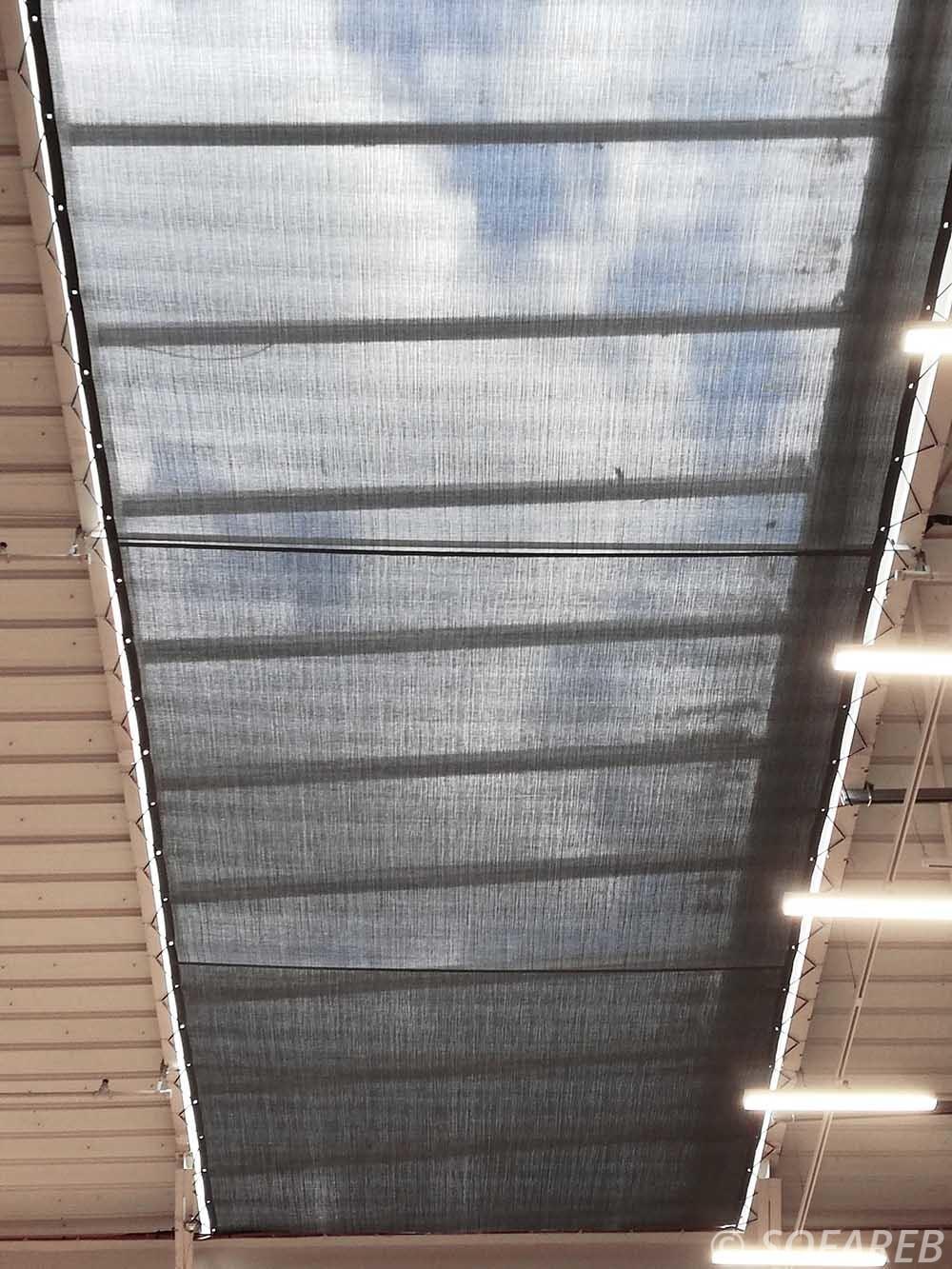 toiles tendues installees au plafond du hyper u de chantonnay pour proteger du soleil